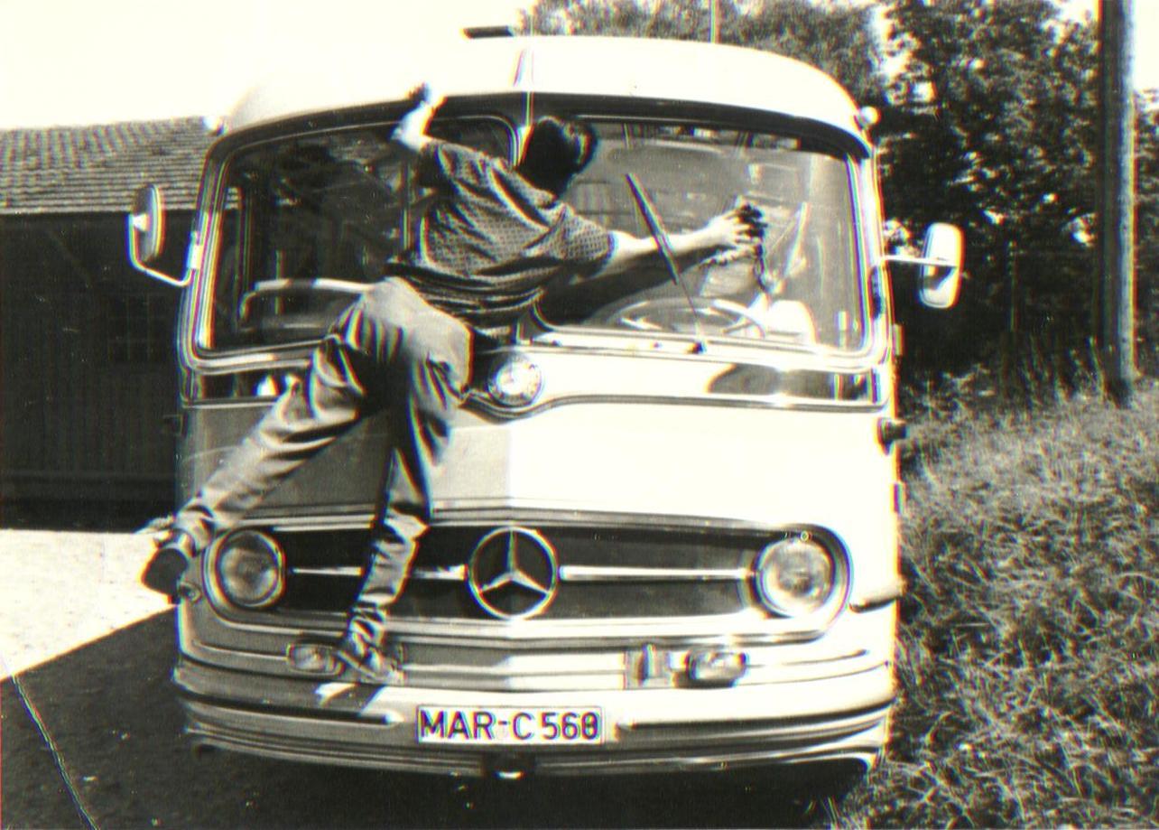 Historie - Karl Sommer putzt Omnibus